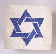 049-Polen-armband-blauer-judenstern-geflochten-auf-weissem-grund