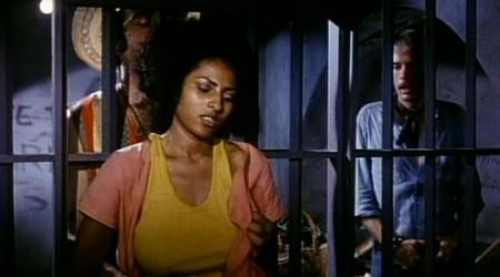pam-grier-L-3tpSEh